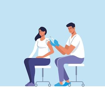Mulher sendo vacinada contra coronavírus no hospital