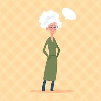 Mulher sênior, com, conversa, bolha, modernos, vó, duração cheia, senhora