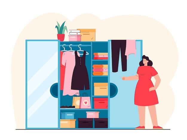 Mulher sorridente em frente a ilustração plana de guarda-roupa aberto