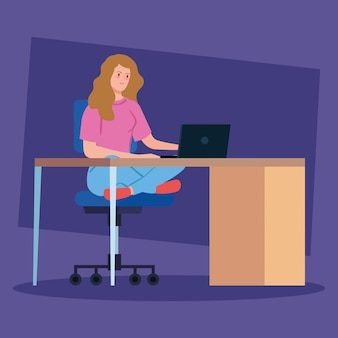 Mulher, trabalhando, telecommuting, com, laptop escrivaninha
