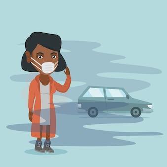 Mulher vestindo máscara por causa da poluição atmosférica tóxica.