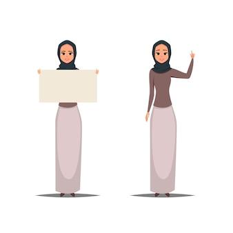 Mulheres árabes de negócios com hijab apontando para cima e segurando um espaço em branco