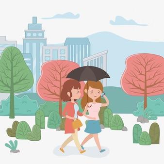 Mulheres bonitas andando no parque usando smartphones