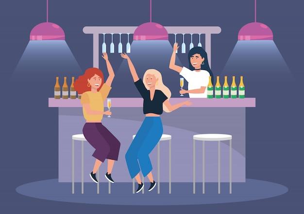 Mulheres com garrafas de champanhe e evento de luzes