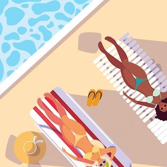 Mulheres com maiô de bronzeamento na piscina