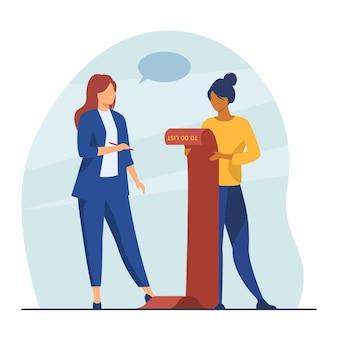 Mulheres de negócios bem-sucedidas verificando a lista de tarefas