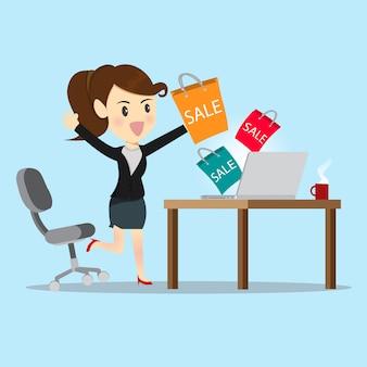 Mulheres de negócios, compras on-line com o site.