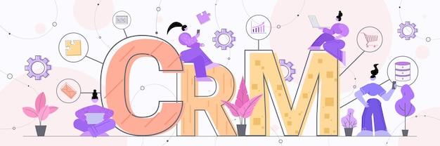 Mulheres de negócios que usam laptops suporte ao cliente crm crm customer relationship management