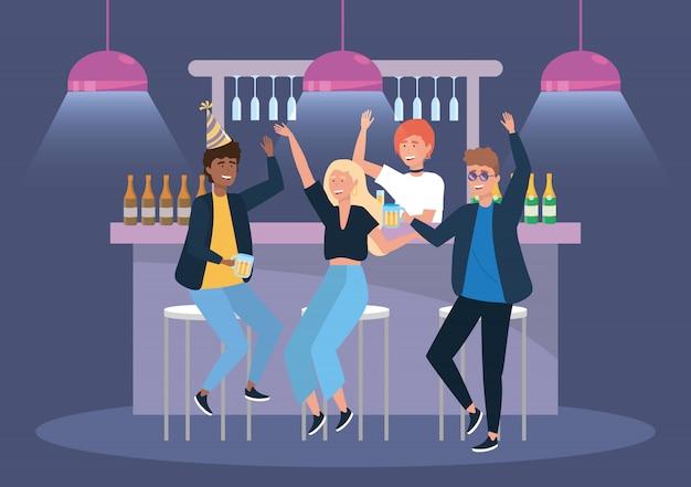 Mulheres e homens no evento com cerveja e champanhe