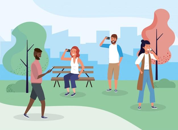 Mulheres e homens no parque com tecnologia smartphone