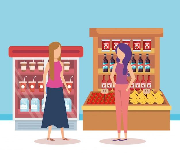 Mulheres em prateleiras de supermercado com produtos