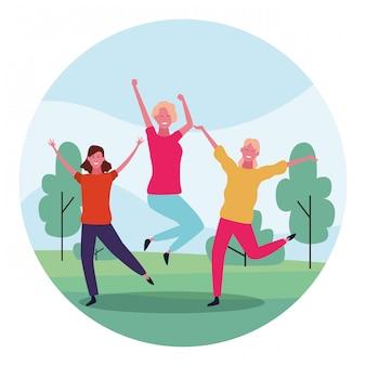 Mulheres felizes dos desenhos animados, se divertindo no parque