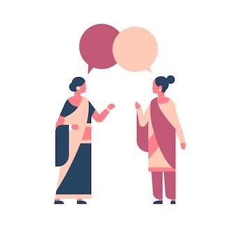 Mulheres indianas vestindo roupas tradicionais nacionais