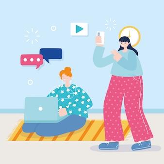 Mulheres jovens com laptop smartphone ouvindo música e tirando foto