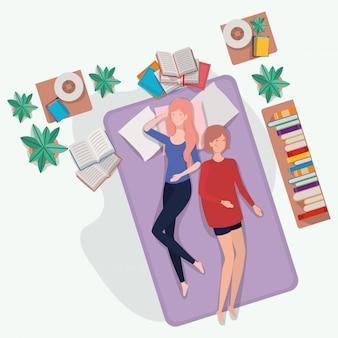 Mulheres jovens, relaxante, em, colchão, em, a, quarto