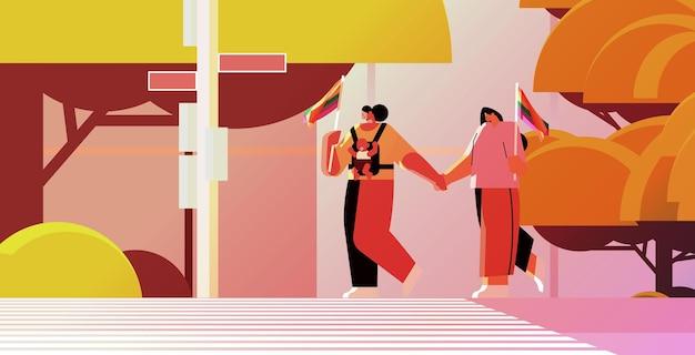 Mulheres mestiças caminhando com uma criança lésbica, transgênero, amor, comunidade, conceito lgbt