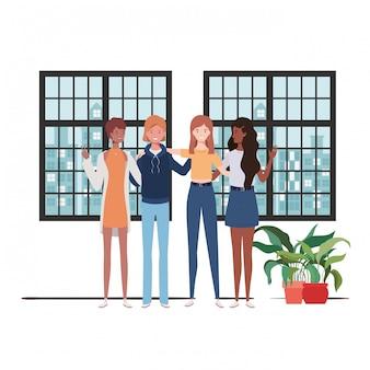 Mulheres sala de estar com vista da cidade pela janela