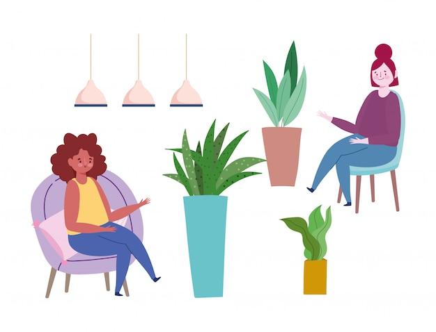 Mulheres sentadas em cadeiras de vasos de plantas e lâmpadas de decoração