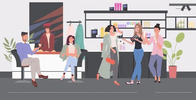 Mulheres testando produtos cosméticos pessoas discutindo durante reunião salão de beleza moderno interior comprimento total