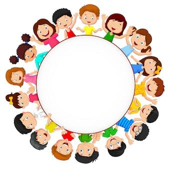 Multidão de crianças com espaço em branco