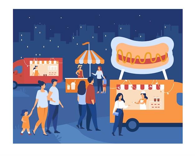 Multidão de pessoas caminhando ao ar livre no mercado noturno