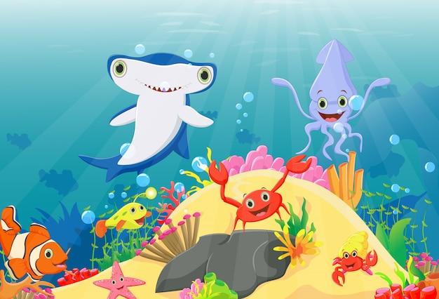 Mundo subaquático com recifes e peixes tropicais