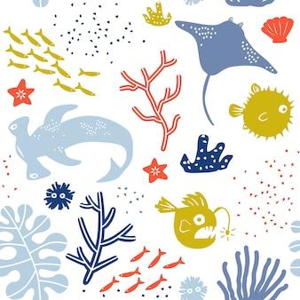 Mundo subaquático criança ou criança padrão sem emenda com arraia, baiacu, lanterna peixe e tubarão-martelo.