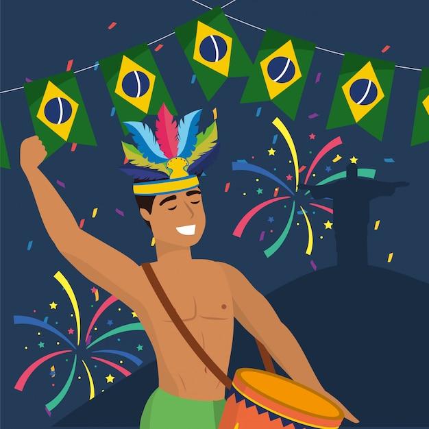 Músico de homem com decoração de tambor e fogos de artifício