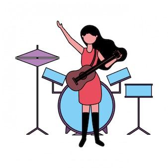 Músico mulher com guitarra e bateria