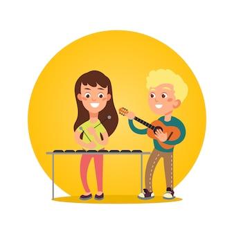 Músicos de crianças felizes com instrumentos musicais