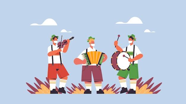 Músicos tocando instrumentos musicais no festival de folclore oktoberfest, artistas do conceito de celebração de festa em roupas tradicionais alemãs se divertindo horizontal Vetor Premium