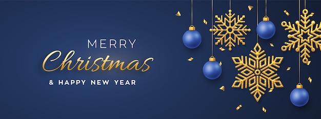 Natal azul com flocos de neve e bolas douradas brilhantes penduradas