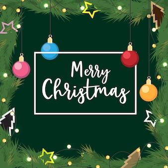 Natal com bola decorada presente de ramos de pinheiro em fundo verde