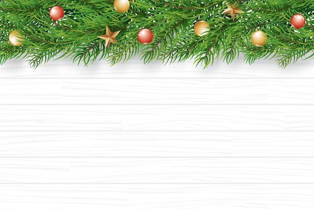 Natal com ramo de abeto em fundo branco de madeira