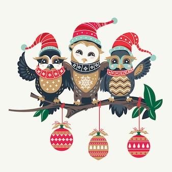 Natal de corujas fofas sazonal com fundo de lâmpadas