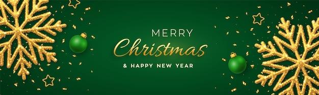 Natal verde com flocos de neve dourados brilhantes