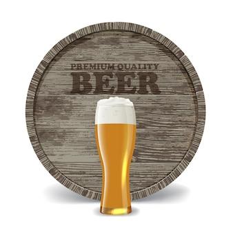 Natureza morta com barril de madeira, copo de cerveja