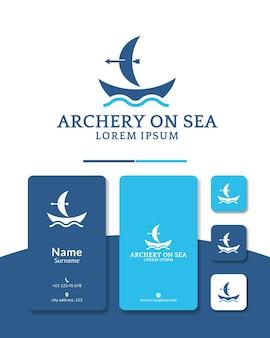 Navio arco e flecha logotipo design barco a vela caça mar