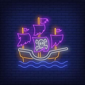 Navio pirata com velas rasgadas, sinal de néon