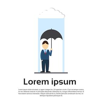 Negócios homem espera guarda-chuva stand chuva triste deprimido problema