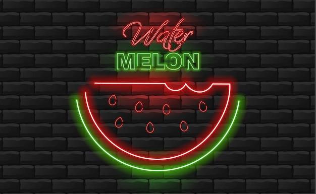 Neon de melancia, verde e vermelho, luz de neon, fundo de tijolo