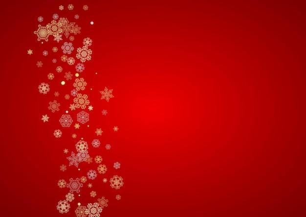 Neve de natal em fundo vermelho. quadro de brilho para banners de inverno, cupom de presente, voucher, anúncios, evento de festa. cores de papai noel com neve dourada de natal. flocos de neve caindo horizontais para o feriado
