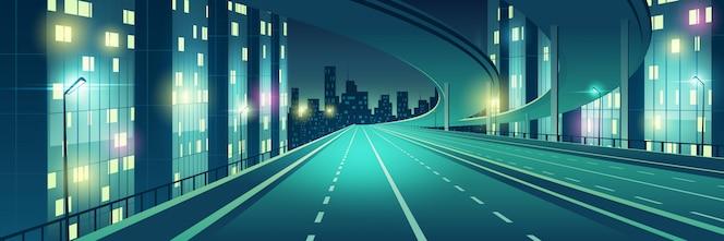 Noite metrópole vazia, quatro pistas, iluminada com rodovia de velocidade de luzes de rua, rodovia da cidade com viaduto ou ponte acima indo para edifícios arranha-céus na ilustração em vetor horizonte dos desenhos animados