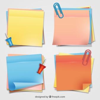 Notas adesivas coloridas com alguns grampos e tachinhas