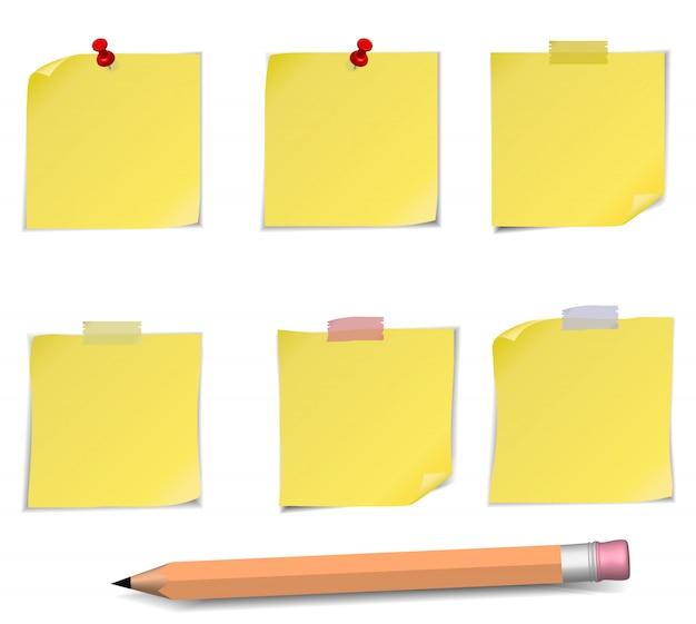 Notas adesivas com alfinete e lápis