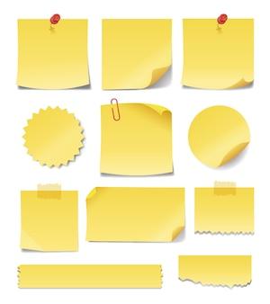 Notas amarelas amarelas em diferentes formas e tamanhos