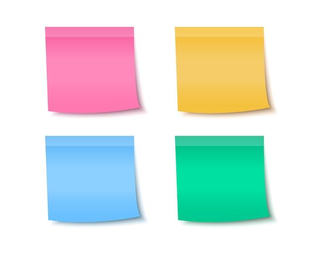 Notas autoadesivas de papel colorido para a mensagem.