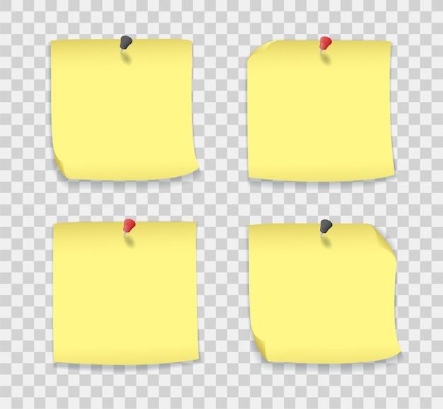 Notas de papel amarelo com alfinetes, páginas auto-adesivas para quadro de avisos isolado. maquete realista de folhas em branco, adesivos vazios com alfinetes vermelhos e pretos e cantos enrolados