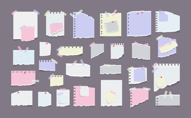 Notas de papel em adesivos isolados em cinza Vetor Premium