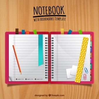 Notebook bonito com marcadores coloridos